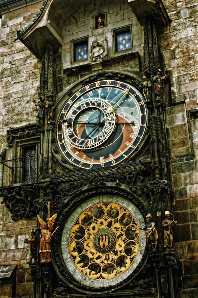 Relógio Astronômico de Praga ( Praha ) Capital da República Tcheca. Construído no ano de 1410.